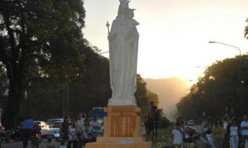 Yerba Buena: retiran la imagen de la Virgen de la avenida Aconquija