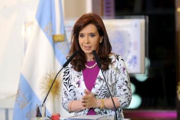 Cristina criticó la restricción de American Airlines en la venta de pasajes