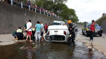 Un taxi se desplomó en el Canal Sur