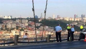 Mientras un policía se sacaba una selfie, un hombre se suicidaba a su espalda