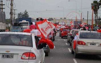 Los hinchas de San Martín acompañaron en caravana al plantel por la ruta