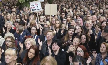 Polonia: mujeres hacen huelga contra veto al aborto