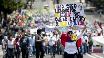 Venezolanos acatan a medias paro convocado por la oposición