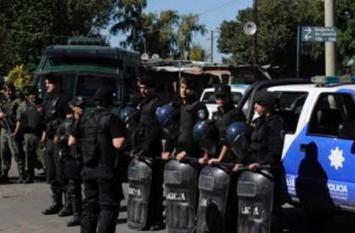 Detienen a una policía riojana por hablar mal del Gobierno con la prensa