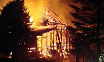 Incendio en Bariloche: pérdida total de la capilla más antigua