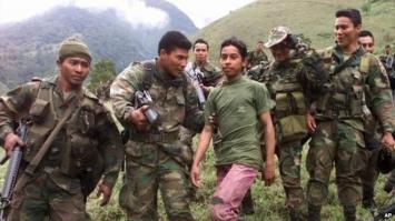Las FARC entregaron los primeros ocho menores que salen de sus campamentos