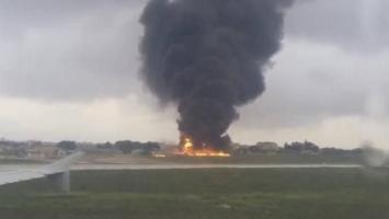 Cinco muertos al estrellarse y prenderse fuego un avión en Malta