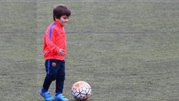 Thiago Messi ya se entrena en la escuelita del Barcelona