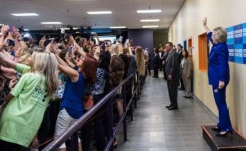 La selfie de Hillary Clinton que recorre el mundo