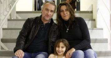 Recaudaron casi US$ 1 millón para tratar a su hija enferma y ahora los detuvieron por estafa