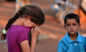 Tragedia: la niña de cuatro años pensó que una bomba era un juguete