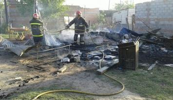 Una familia perdió todo al incendiarse su casa