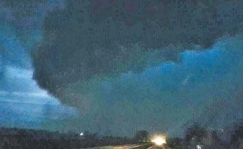 Un tornado aterrorizó a pasajeros de varios micros que partían a la costa