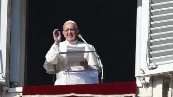 """Papa Francisco: """"Cerrar fronteras favorece el tráfico de personas"""""""