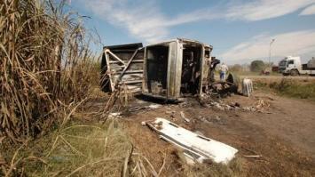 Un automovilista que era remolcado murió aplastado por un camión