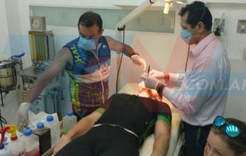 Un triatleta y cirujano tucumano debió reconstruir la cara a un rival en medio de una carrera