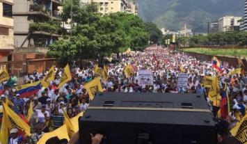 La oposición venezolana muestra su fuerza en la calle