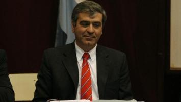 Cano promete vender el avión oficial del PE