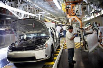 La producción automotriz cayó 10,2% en 2016