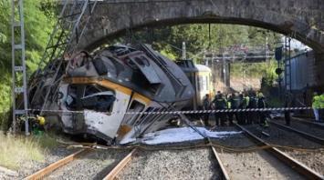 Tragedia en España: al menos cuatro muertos y numerosos heridos al descarrilar un tren de pasajeros