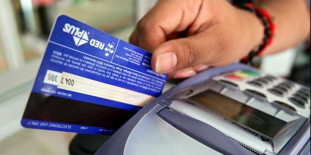 Eliminan la devolución del 5% del IVA para las compras con tarjeta de débito
