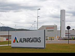 Gremios denuncian irregularidades tras despidos y cierre de una planta de Alpargatas