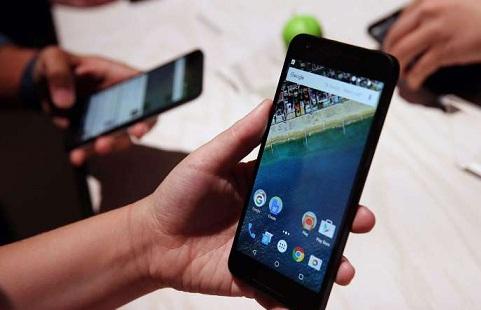 Por tercera vez en el año aumentan los celulares