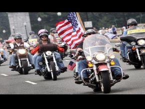 """Motoclicistas en Harley, la curiosa """"seguridad privada"""" de Trump para su asunción"""