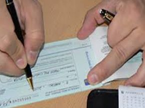 Estudian gravar depósitos en efectivo para reducir el impuesto al cheque