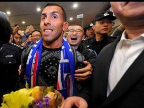 Tevez desató la euforia de una multitud en su llegada a China