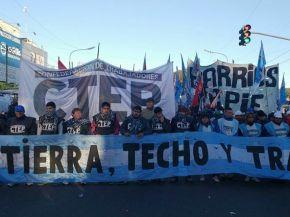 Quieren instalar 400 carpas en Plaza de Mayo