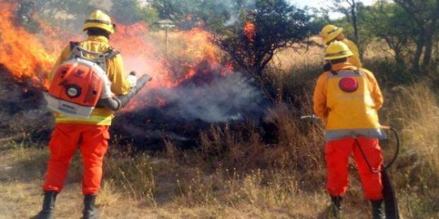 """Incendios e inundaciones: la situación en el campo es """"desesperante""""."""