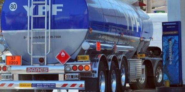 Suba en la nafta: en 2016 sólo pudimos aumentar un 31%, dijo el presidente de YPF