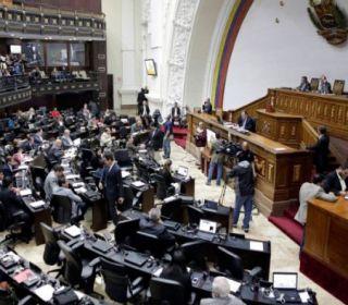 """La oposición aprueba iniciar un """"proceso político"""" contra Maduro"""