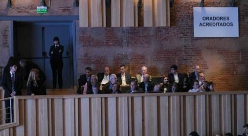 Polémica en la audiencia pública porque no dejan entrar a oradores inscriptos