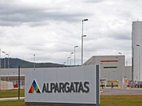 Macrismo: cerró Alpargatas y decenas de trabajadores quedaron sin trabajo