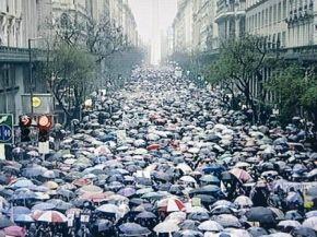"""""""Vivas nos queremos"""", un grito masivo bajo la lluvia en el primer paro nacional de mujeres"""