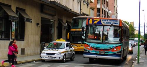 Desde el domingo será más caro, viajar en taxi y colectivo
