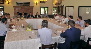 Macri reúne a sus intendentes para que Durán Barba les baje línea de la campaña