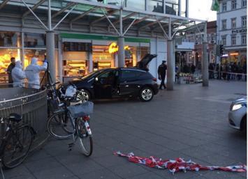 En Alemania un conductor embiste con su coche a varias personas en Heidelberg