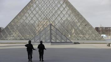 Atentado en el Museo del Louvre de París