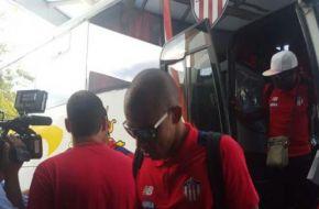 Llegó a Tucumán el plantel de Junior de Barranquilla, que mañana enfrentará a Atlético
