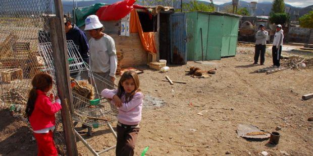 Tras los nuevos datos de pobreza, el Gobierno reglamentó la ley de emergencia social