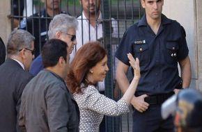 """Cristina denunció ante Bonadio que es víctima de una """"persecución judicial y mediática"""""""