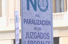 Abogados realizaron un abrazo simbolico al Poder Judicial
