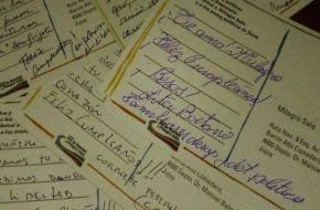Envían cientos de postales a Milagro Sala por su cumpleaños pero no dejan que las reciba