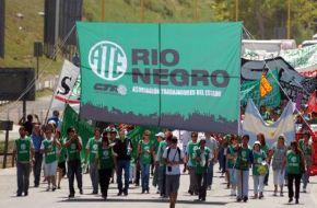 Trabajadores de ATE bloquean el Aeropuerto de Viedma por la llegada de Macri