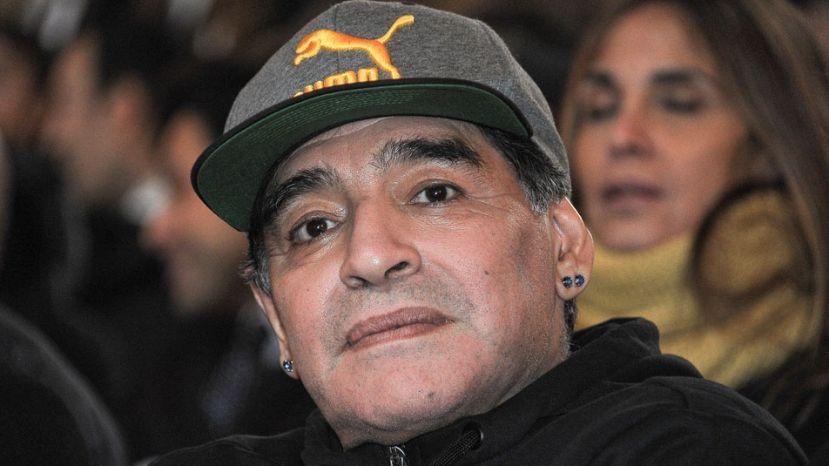 """Maradona respaldó a Angelici y le habló a Macri: """"Si saca el FPT, es un botón"""""""