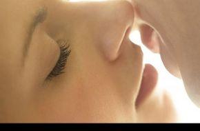Los múltiples beneficios de los besos