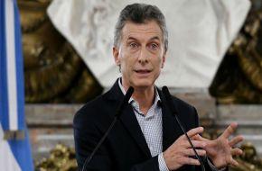 Macri se reunió con jubilados y evitó hablar del recorte al aumento